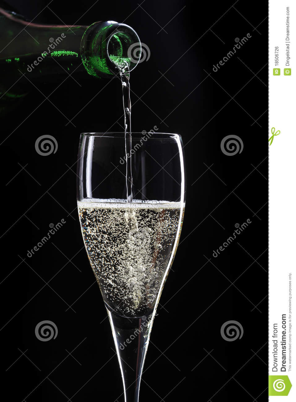 champagne sur le fond noir photo stock image du mouvement 18506726. Black Bedroom Furniture Sets. Home Design Ideas