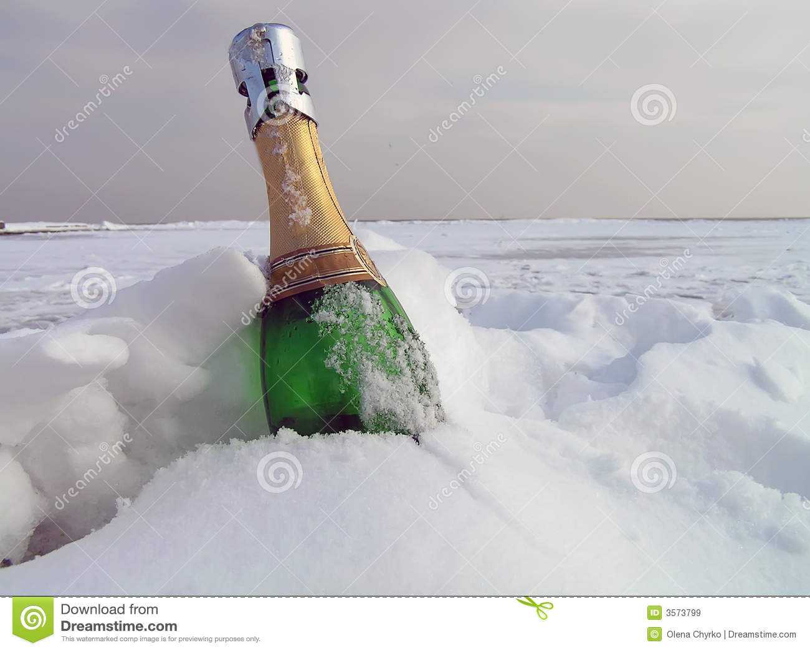 Champagne in una neve