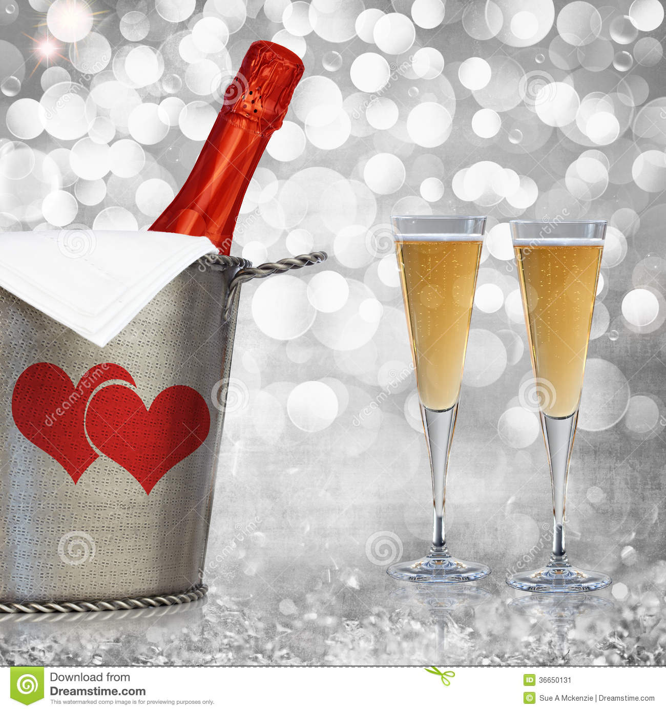 Champagne In Vintage Silver Bucket com Paloma Grey Background Textured