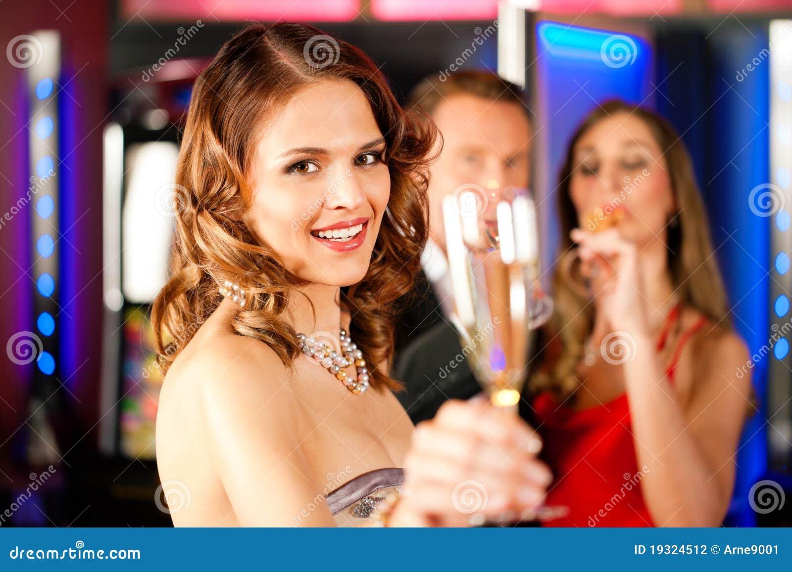 Champagner prętowi przyjaciele trzy