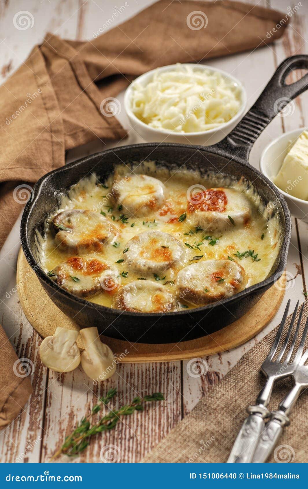 Champignons cuits au four avec du fromage
