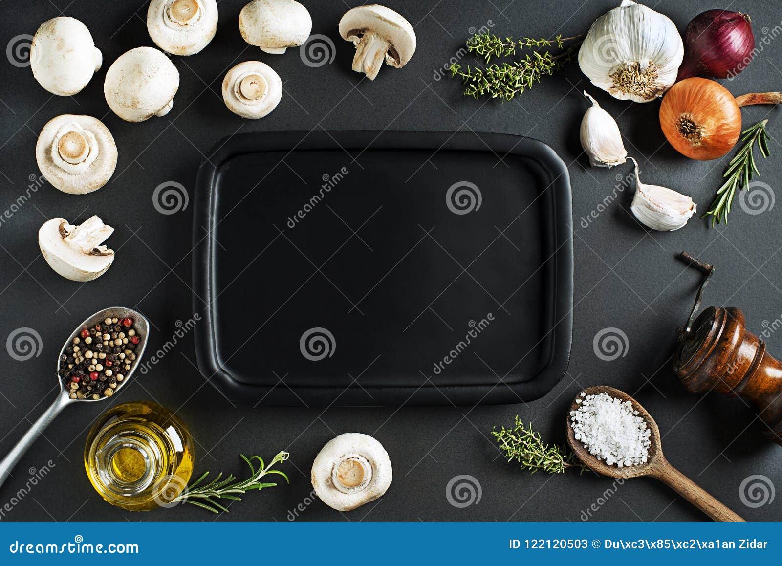 Champignonspaddestoelen met ingrediënten