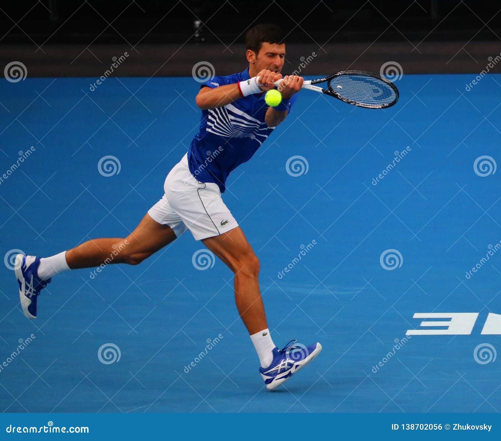 Champion Novak Djokovic de Grand Slam de 14 fois dans l action pendant son match de demi-finale à l open d Australie 2019 en parc
