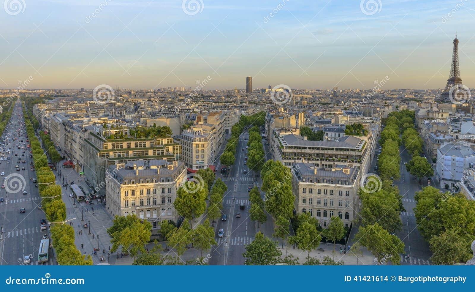Champs-Elysees come visto da Arc de Triomphe