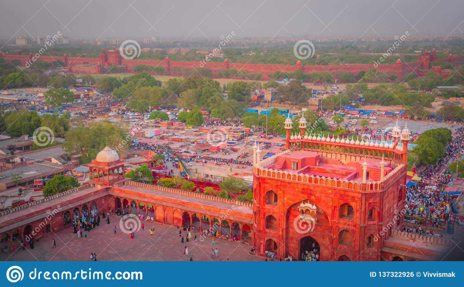Chandni Chowk i Czerwony fortu widok z lotu ptaka od Jama Masjid meczetu w Starym Delhi, India