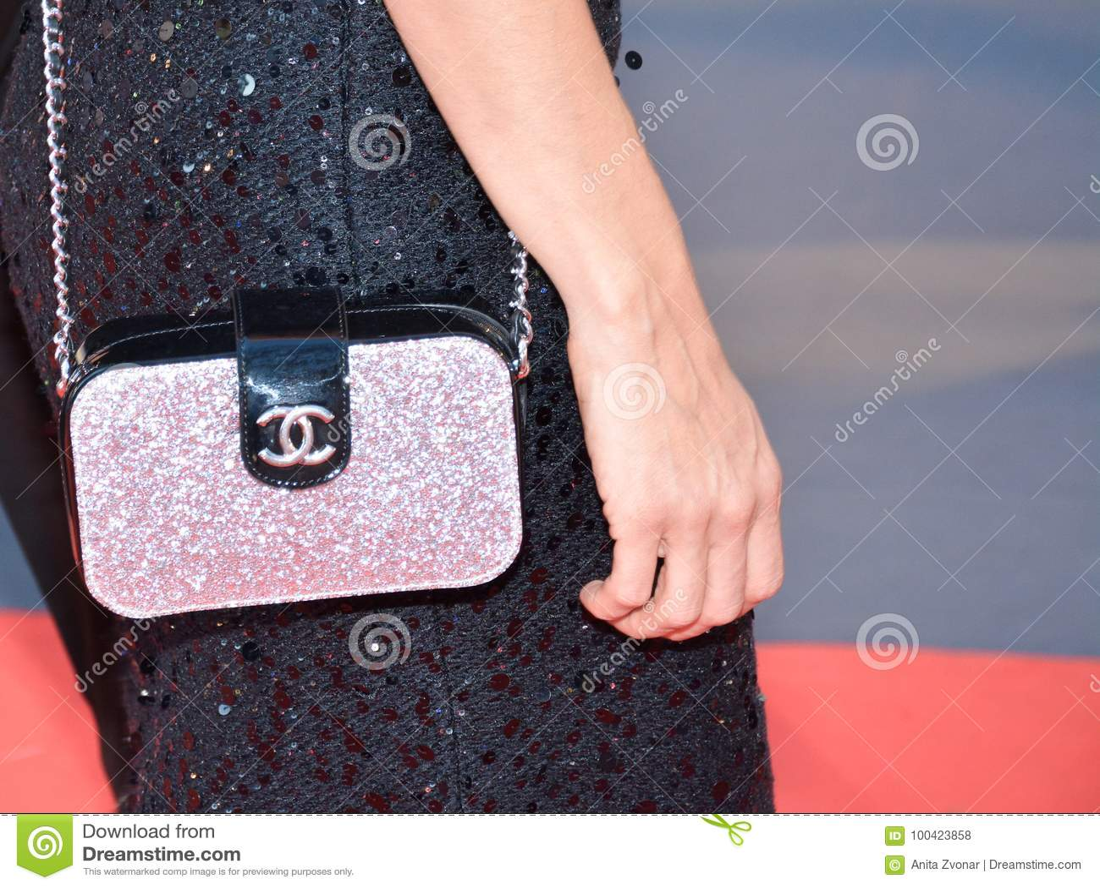 Chanel-beurs op het rode tapijt bij KONINGENpremière bij internationaal de filmfestival van Toronto