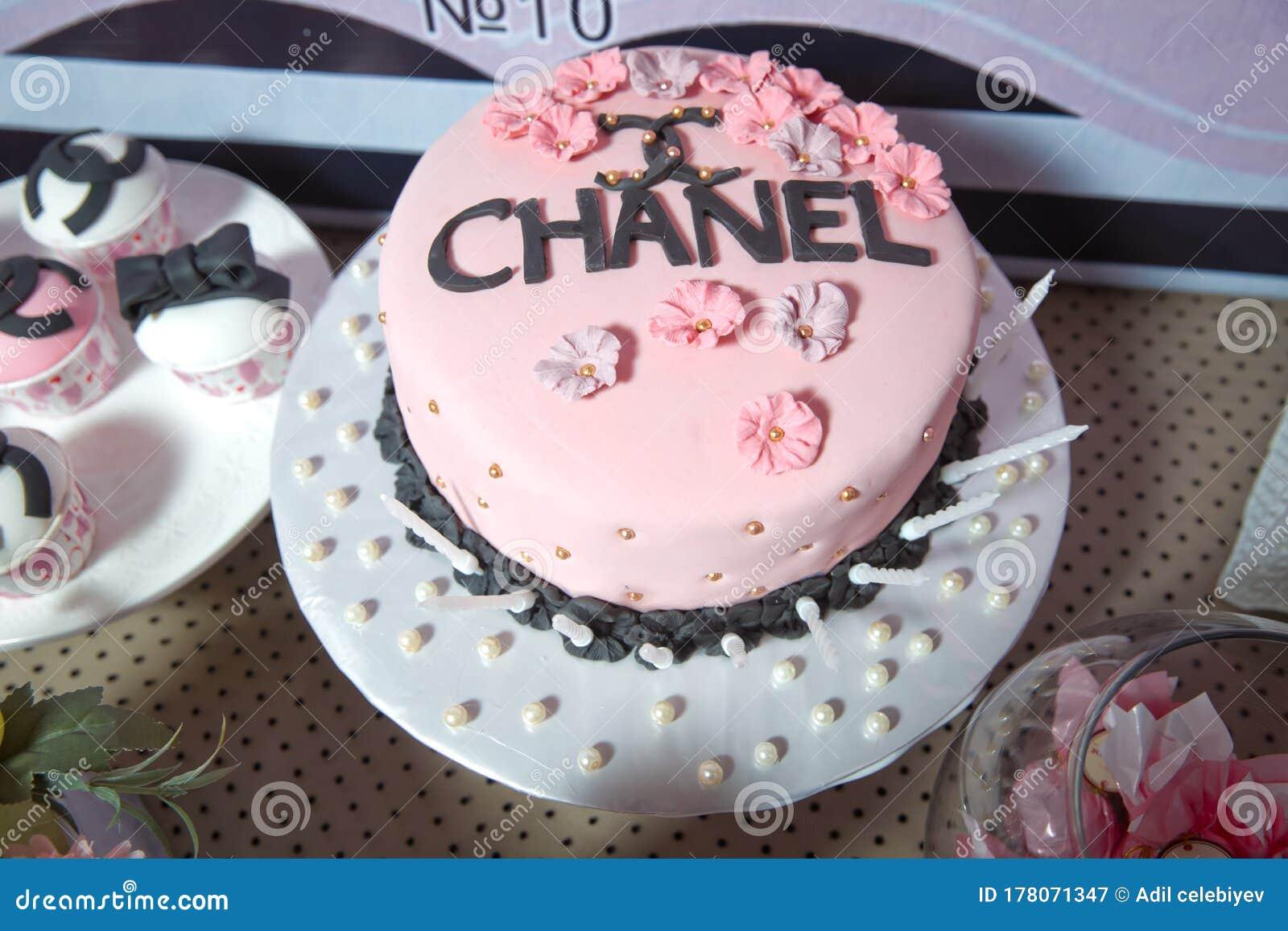 Remarkable Chanel Theme Customized Cake Chanel Cake Smash Candy Bar Funny Birthday Cards Online Benoljebrpdamsfinfo