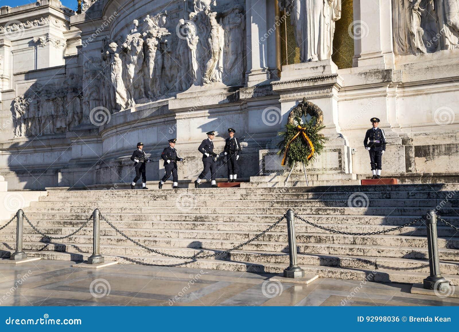 Changement De La Garde Au Monument En Roi Vittorio Emanuele
