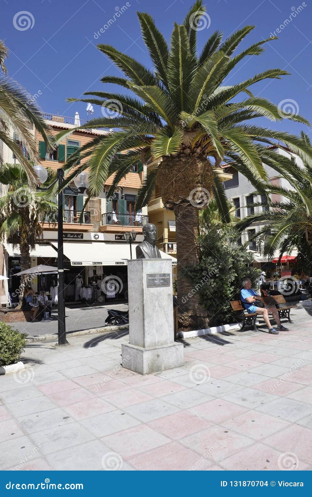 Chania, le 1er septembre : Monument commémoratif de Nikolaos Tomadakis de Chania en île de Crète de la Grèce