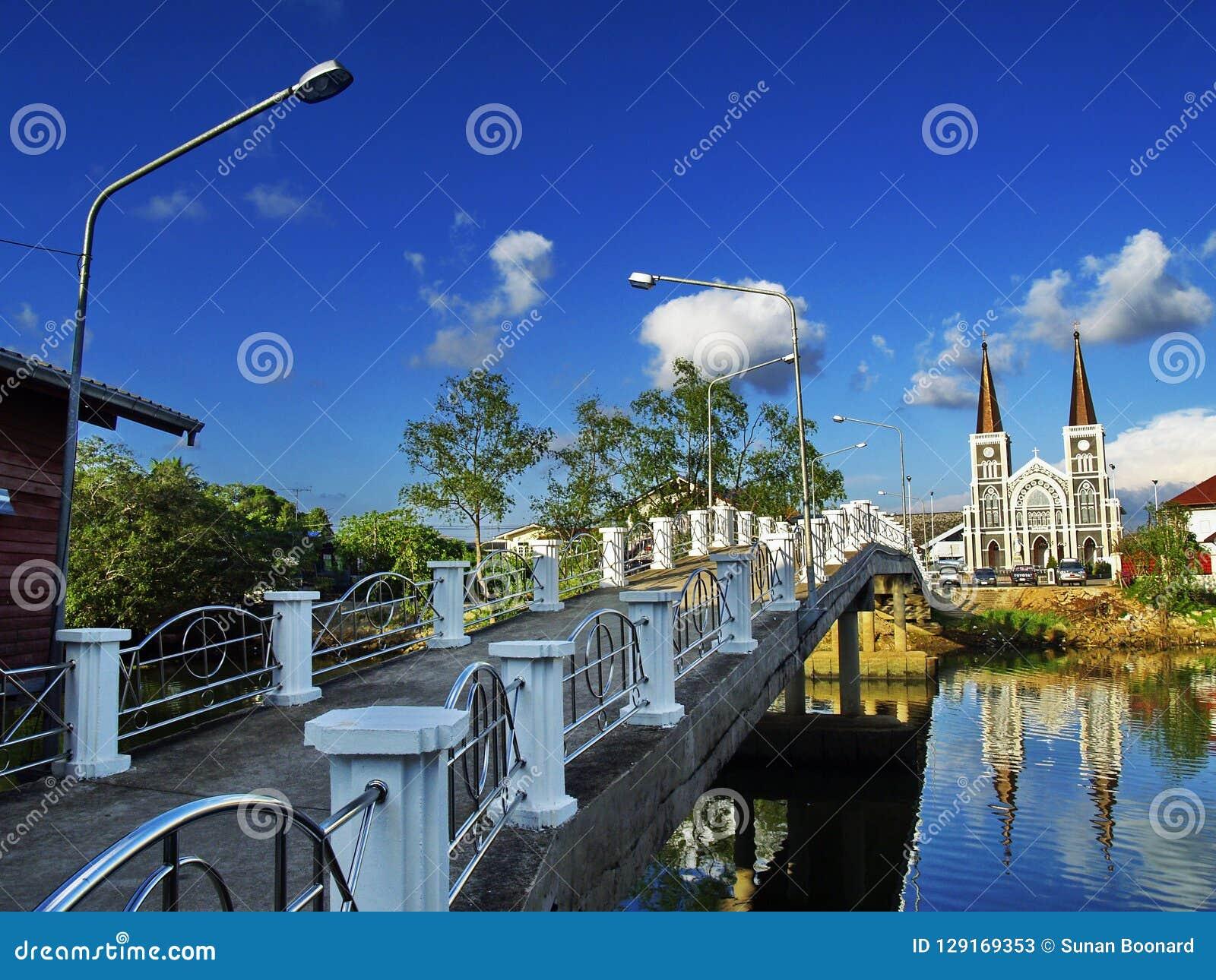 CHANTABURI, TAILANDIA 29 de septiembre de 2018: Iglesia católica vieja de Maephra Patisonti Niramon situado en la provincia de Ch