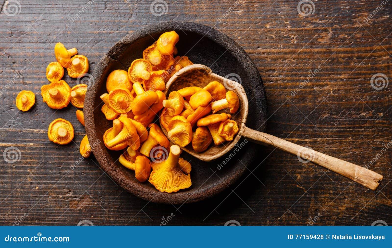 Chanterelles crues de champignons