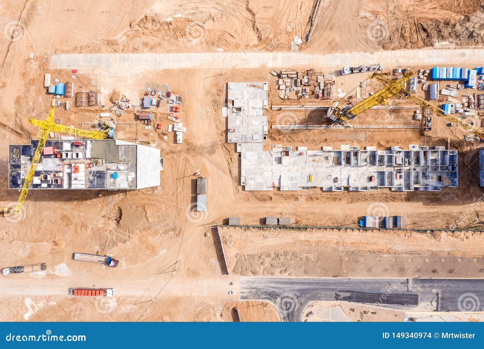 Chantier de construction avec les grues ? tour de construction D?veloppement de nouvelle zone r?sidentielle