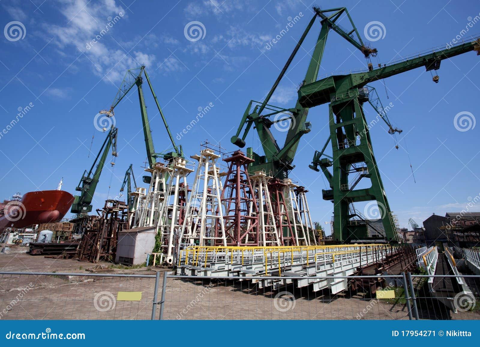 Chantier de construction dans le chantier naval de Danzig
