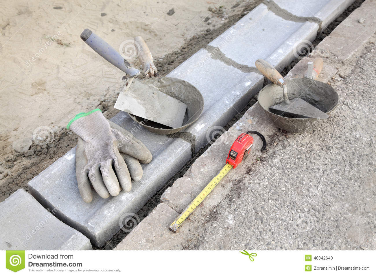 Chantier de construction pierre de restriction et outils for Outil de construction