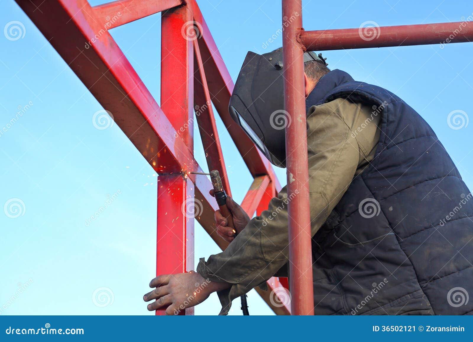 Chantier de construction, soudant