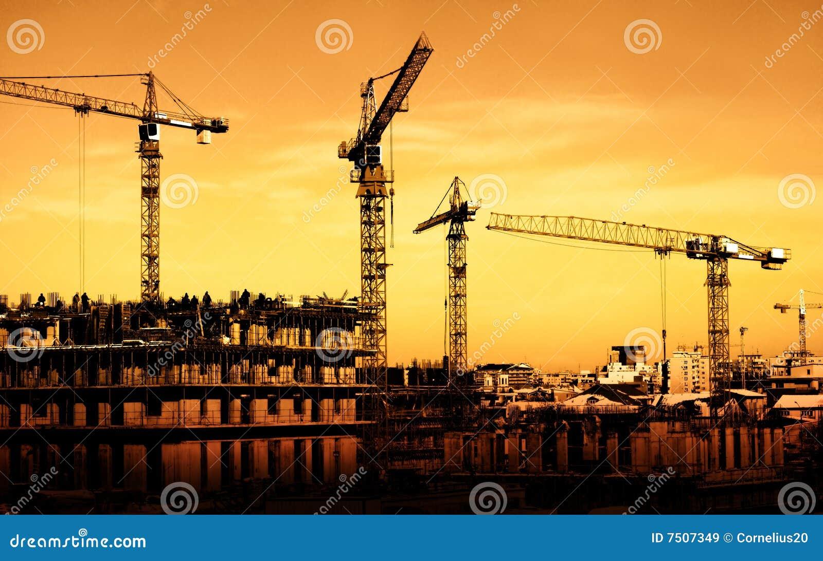 chantier de construction sur le coucher du soleil images
