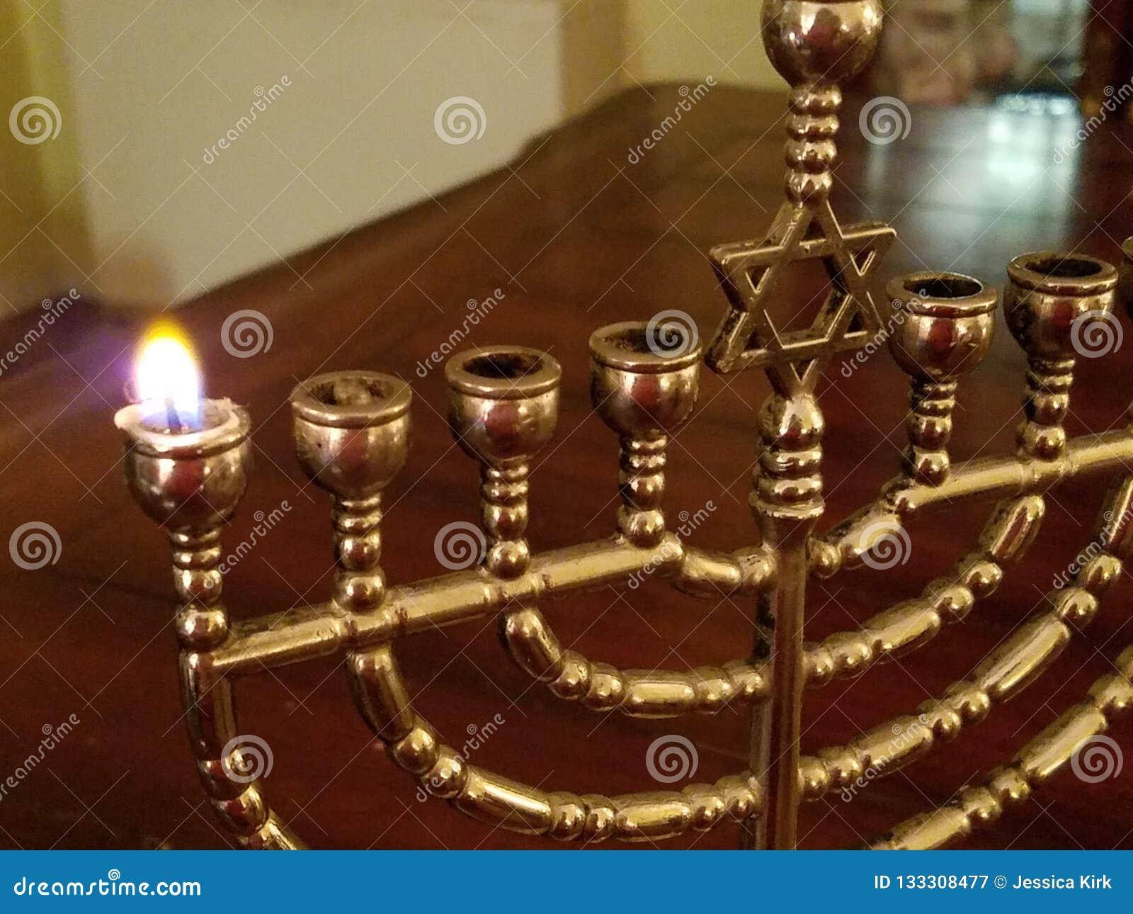 Chanukah第一夜,menorah的第一个蜡烛