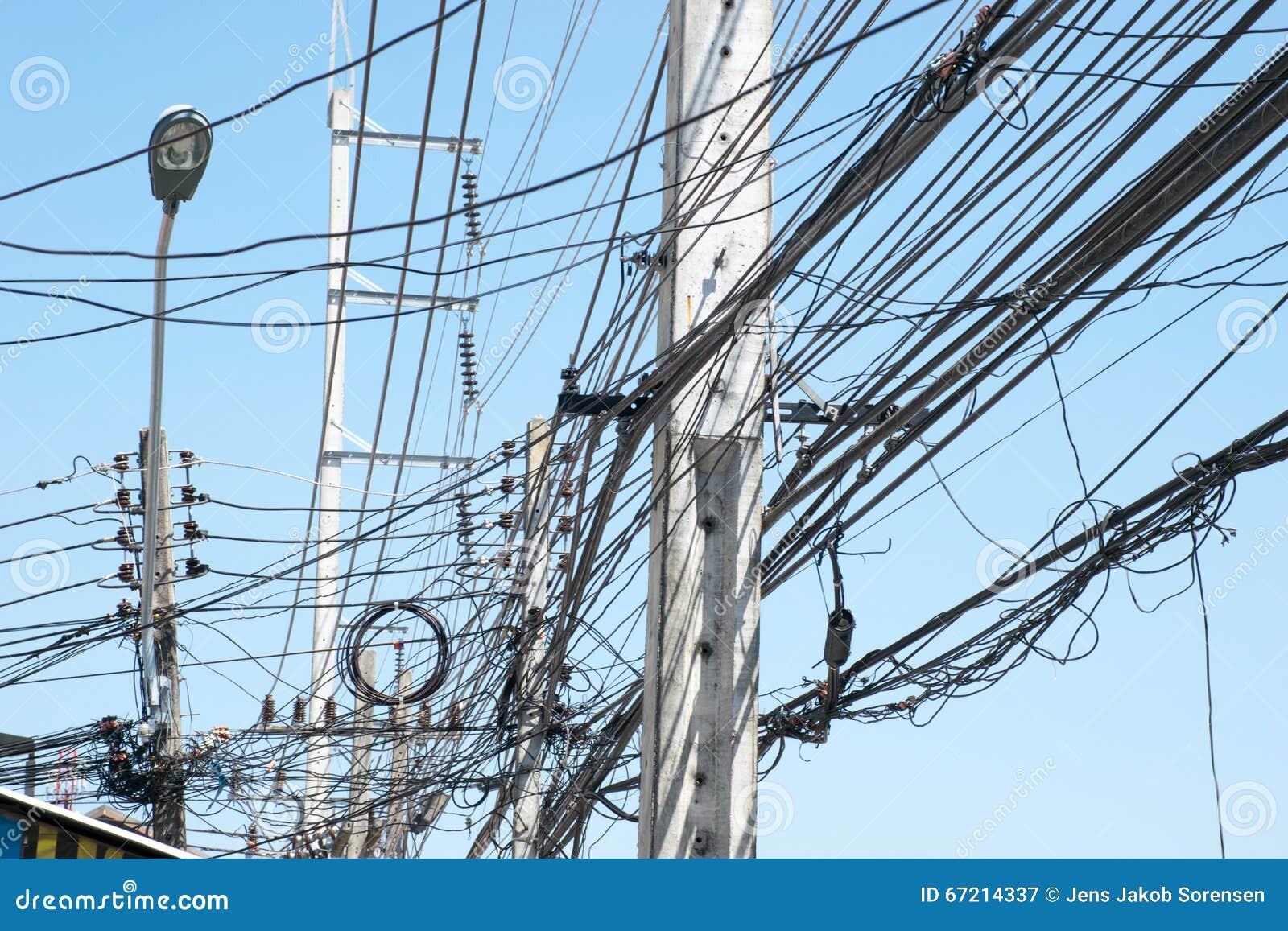 Chaotische Elektrische Verdrahtung In Thailand Stockbild - Bild von ...