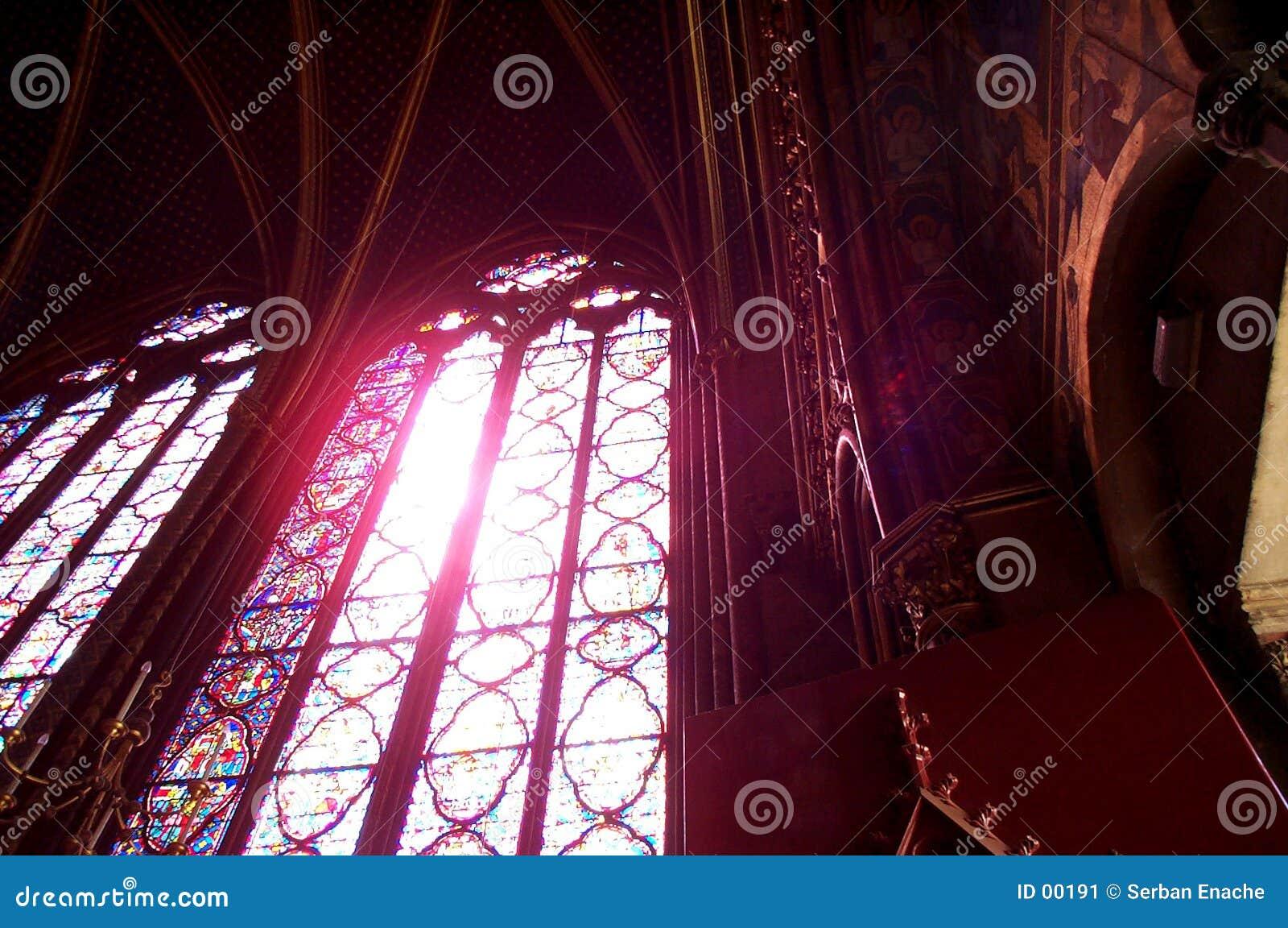Chapelle玻璃圣徒弄脏了