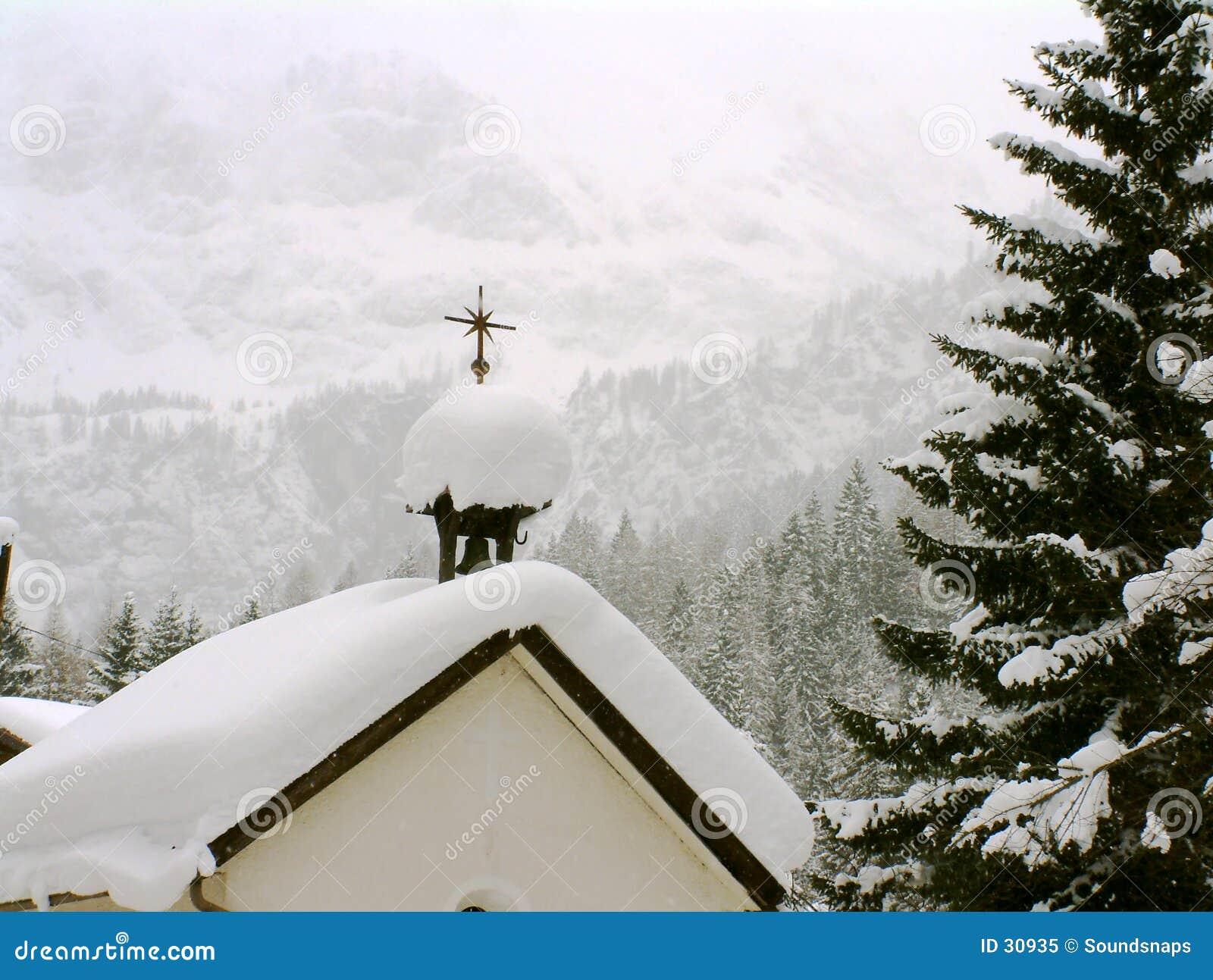 Chapelle autrichienne dans la neige