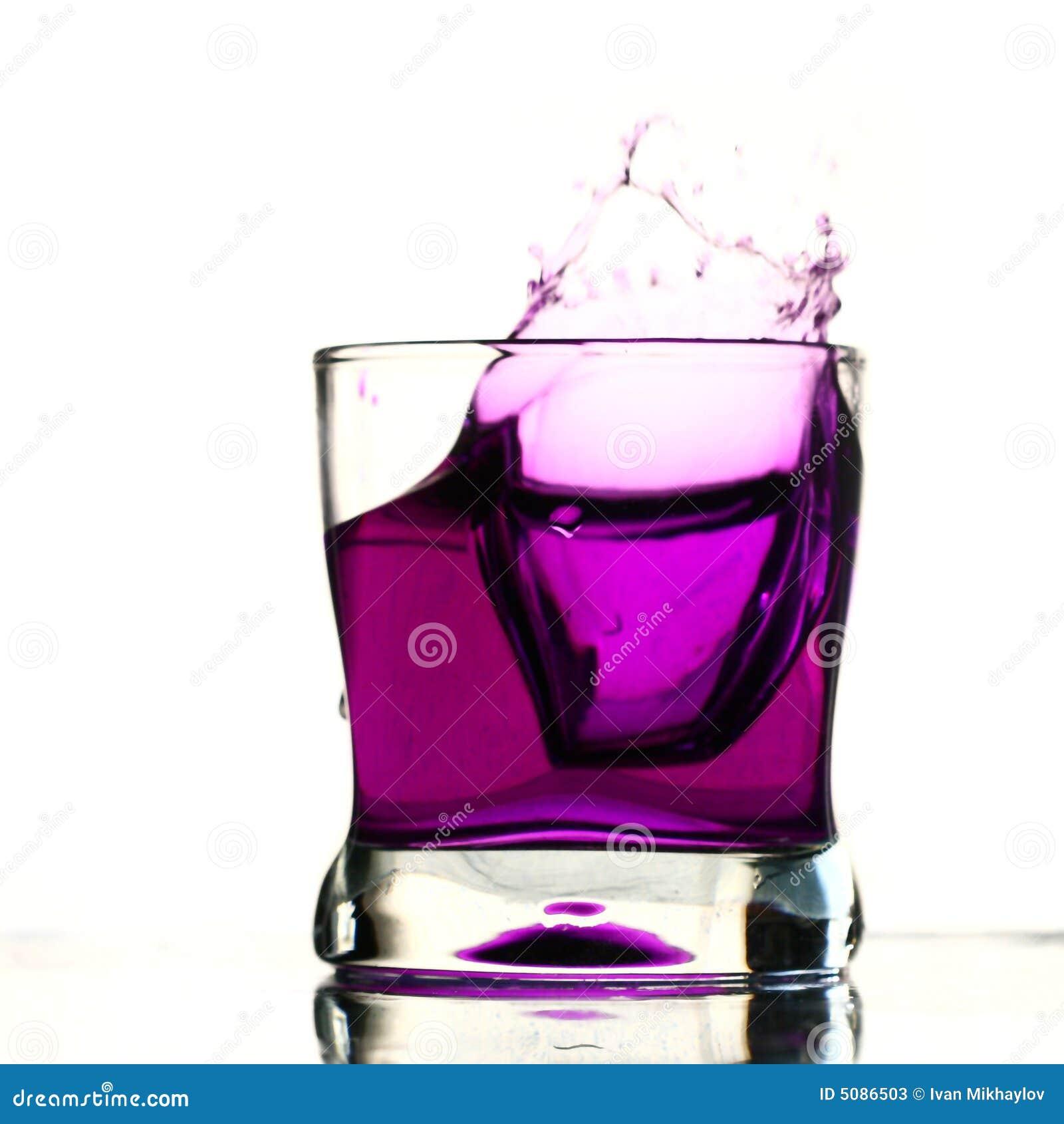 Chapoteo de la bebida del coctel