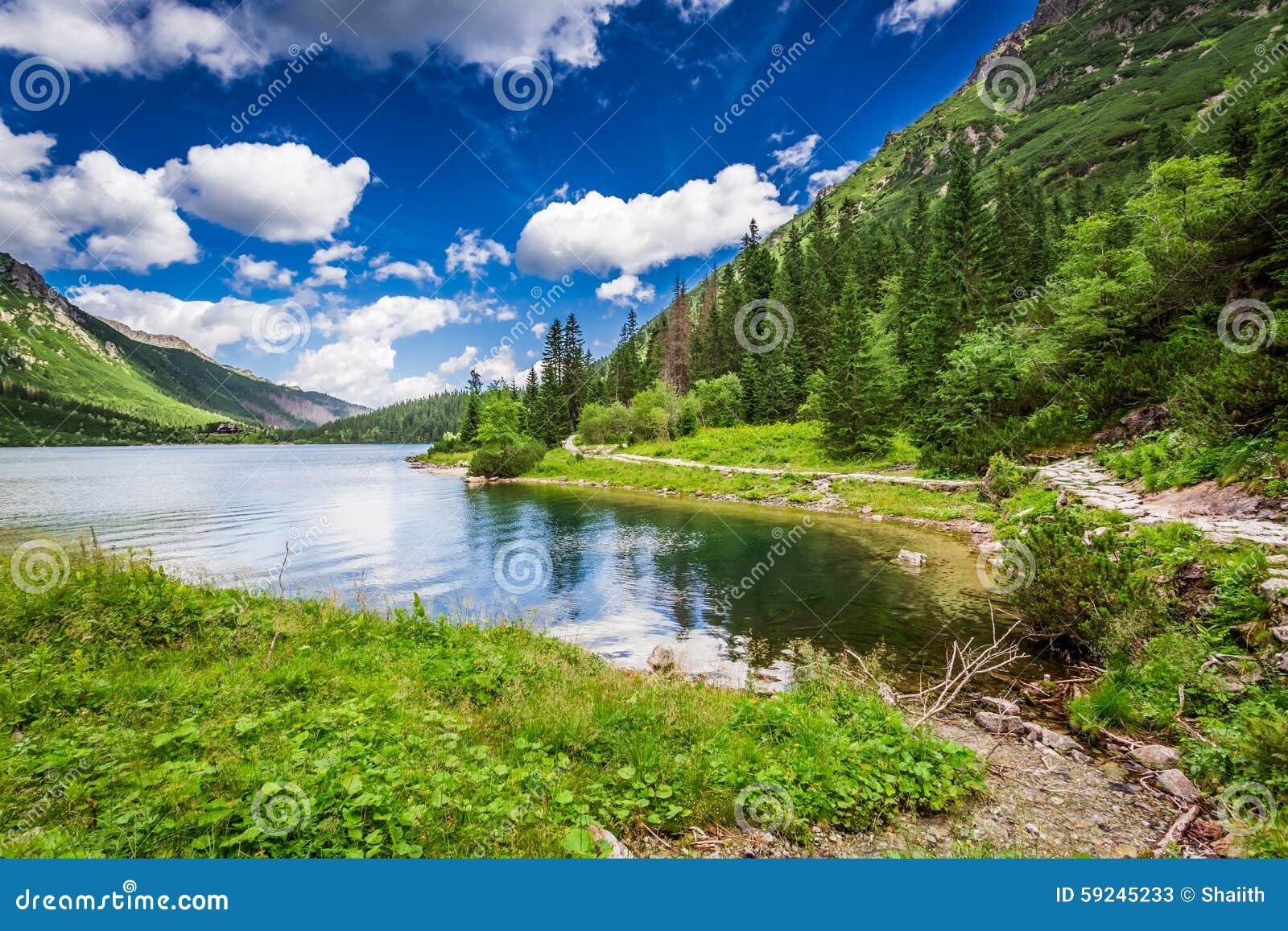 Download Charca Hermosa En Las Montañas En La Salida Del Sol Imagen de archivo - Imagen de polonia, rastro: 59245233