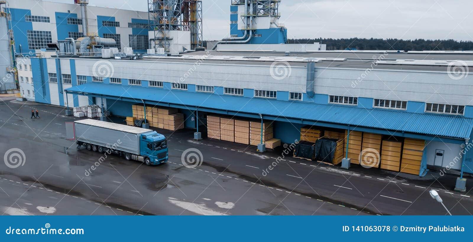 Chargement du camion à l usine