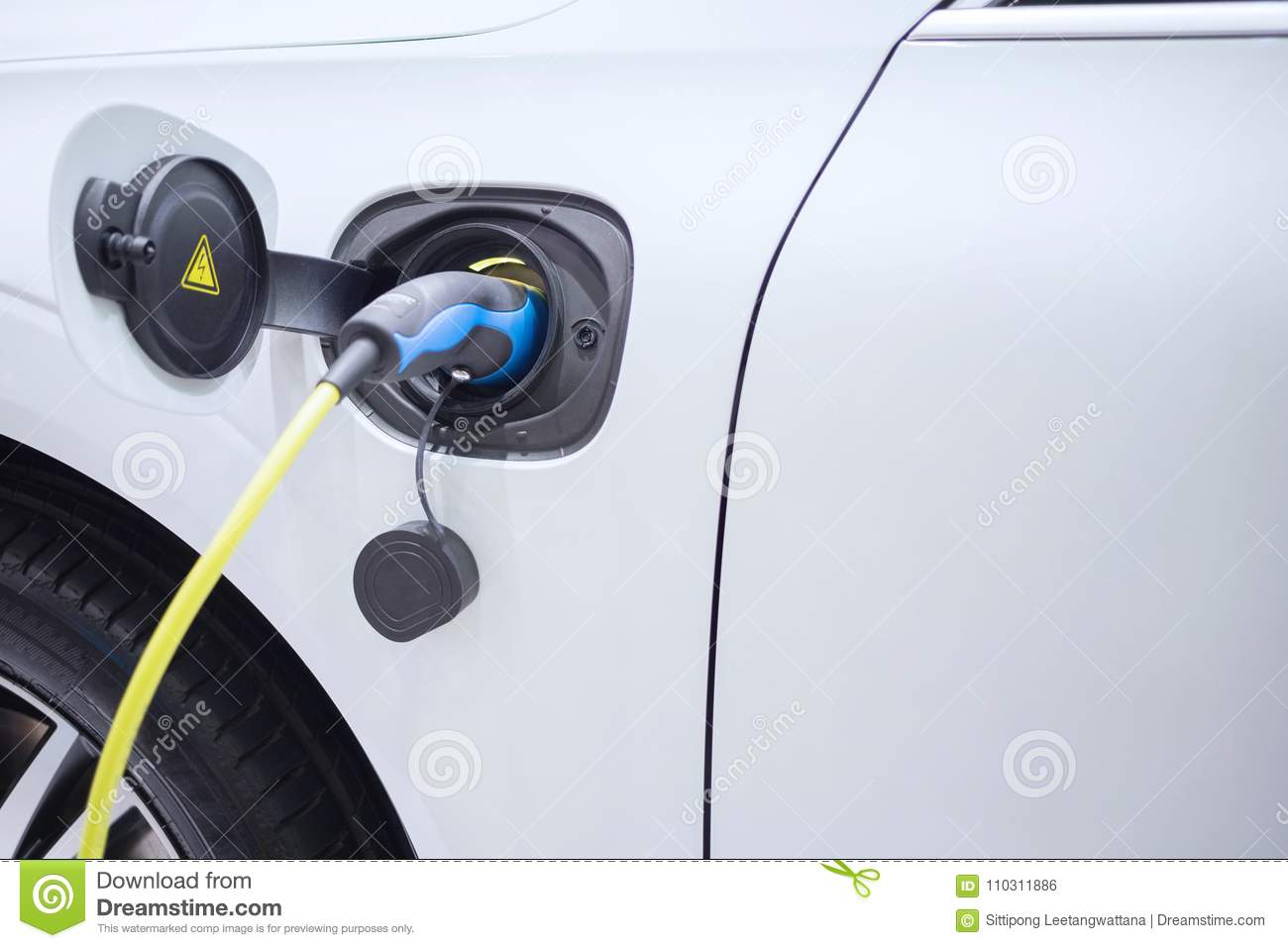 Charging an electric car with the power cable supply