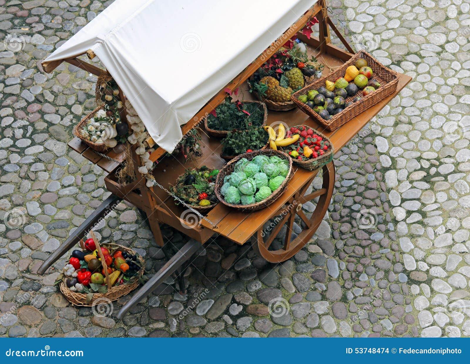 Chariot avec des fruits et l gumes photo stock image 53748474 - Fruits et legumes de a a z ...