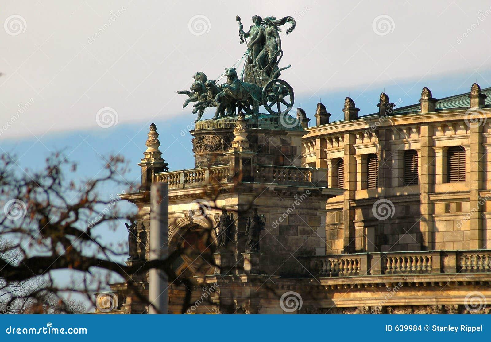 Download Chariot dresden Германия стоковое фото. изображение насчитывающей скульптура - 639984