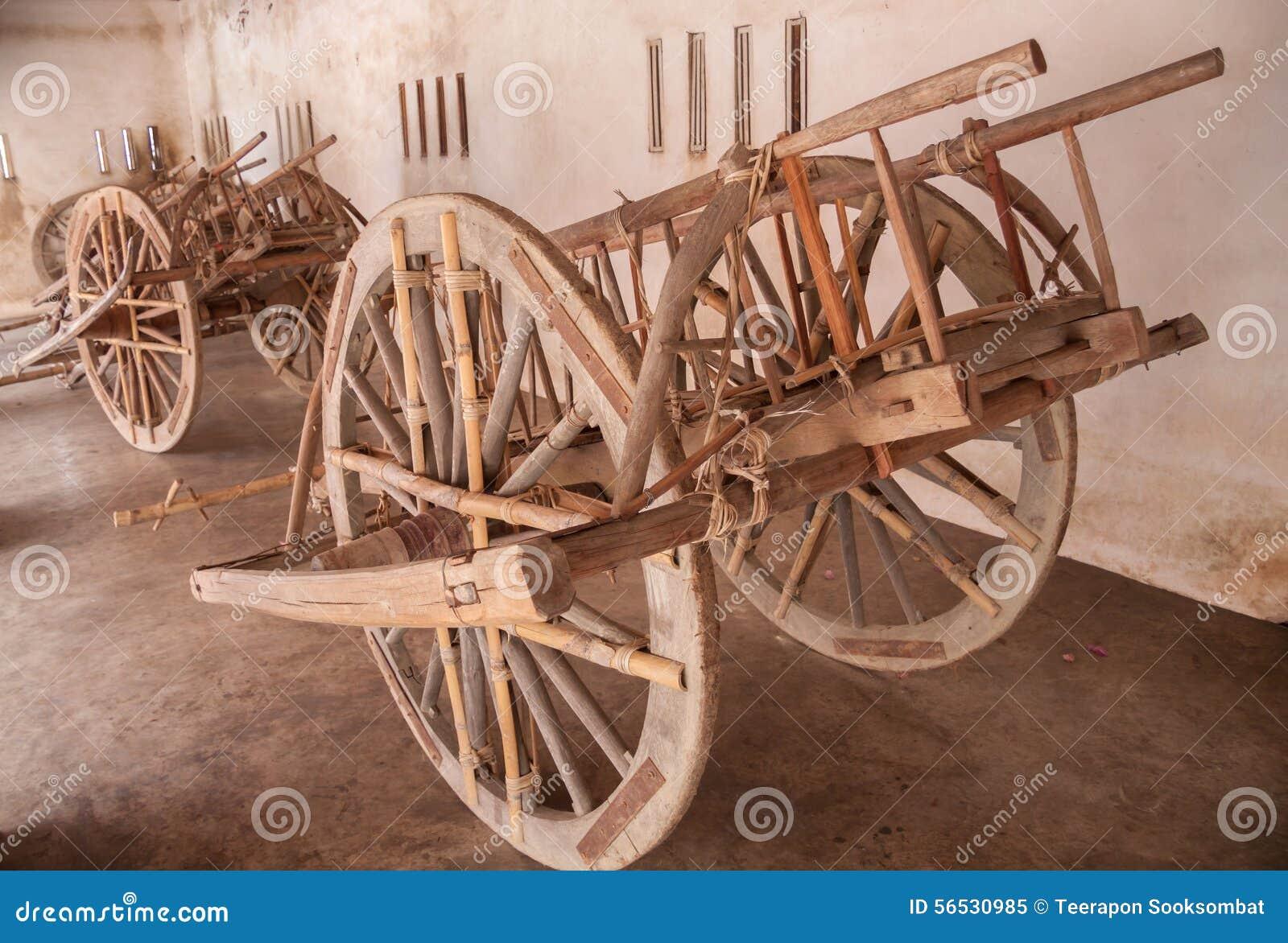 chariot en bois image stock image du essieu agriculture 56530985. Black Bedroom Furniture Sets. Home Design Ideas