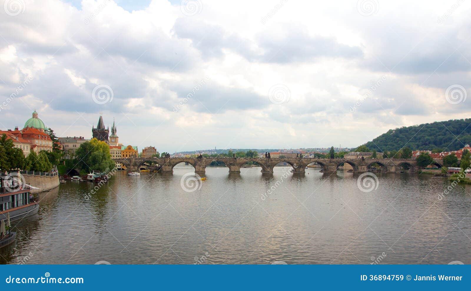 Download Charles Bridge Prague immagine stock. Immagine di ceco - 36894759