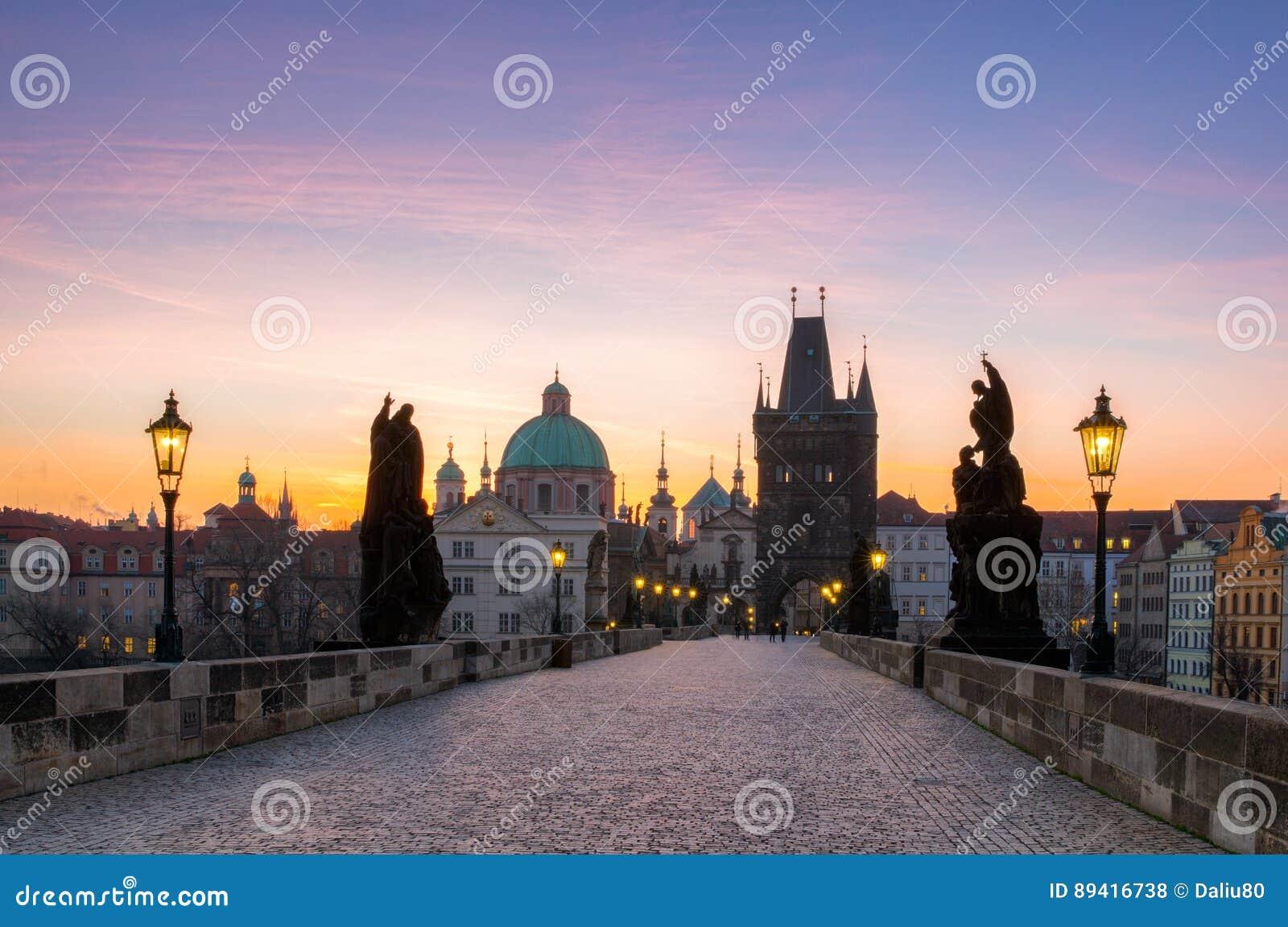 Charles Przerzuca most i Stary miasteczka wierza najwięcej beauti (Karluv Najwięcej)
