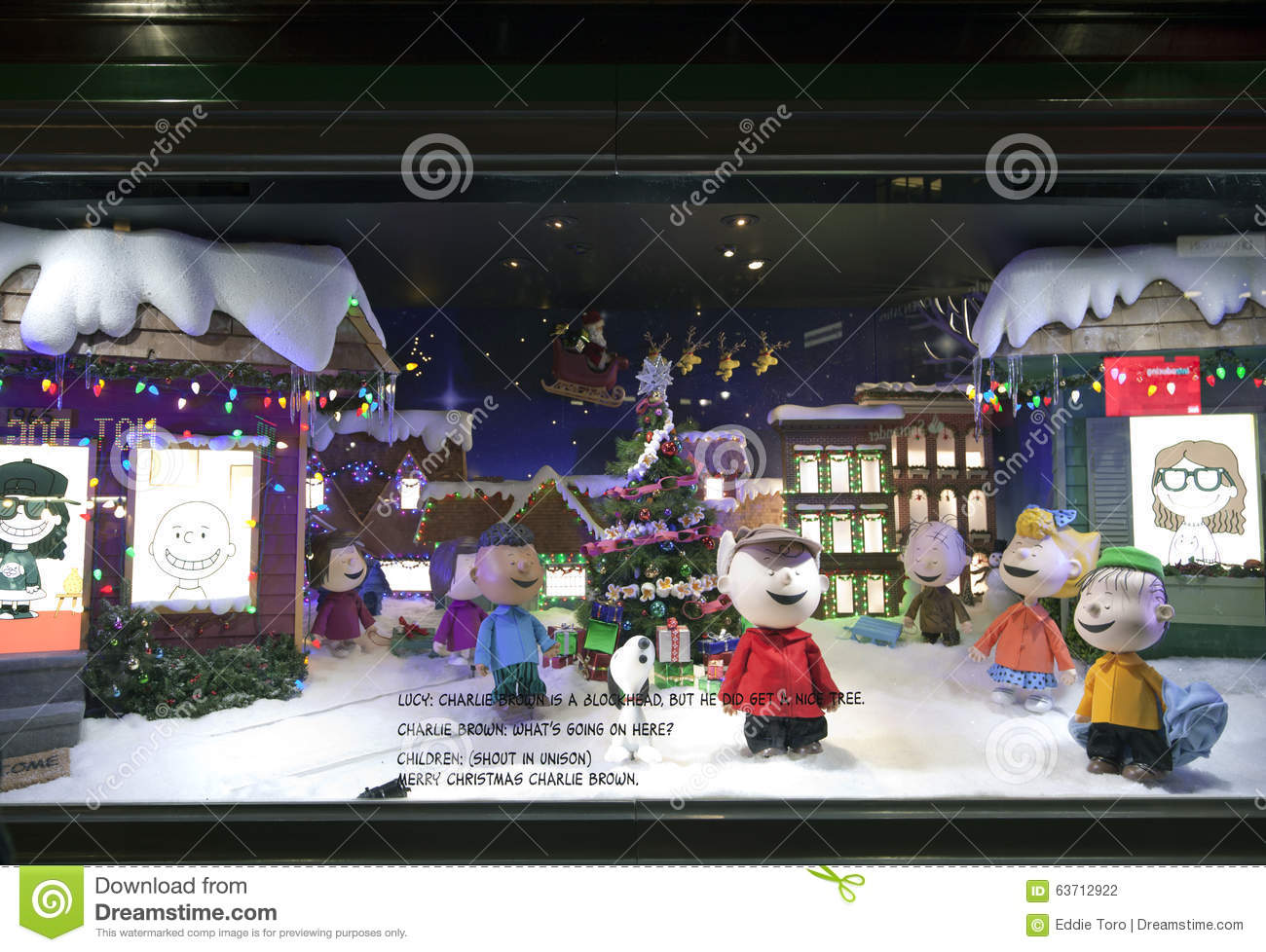 Charlie Brown Christmas Window Display At Macy\'s NYC Editorial ...