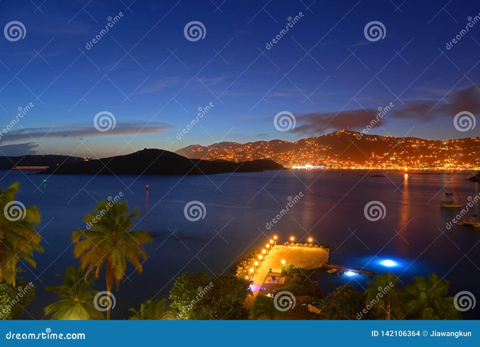 Charlotte Amalie bij nacht St Thomas Island, de V.S.