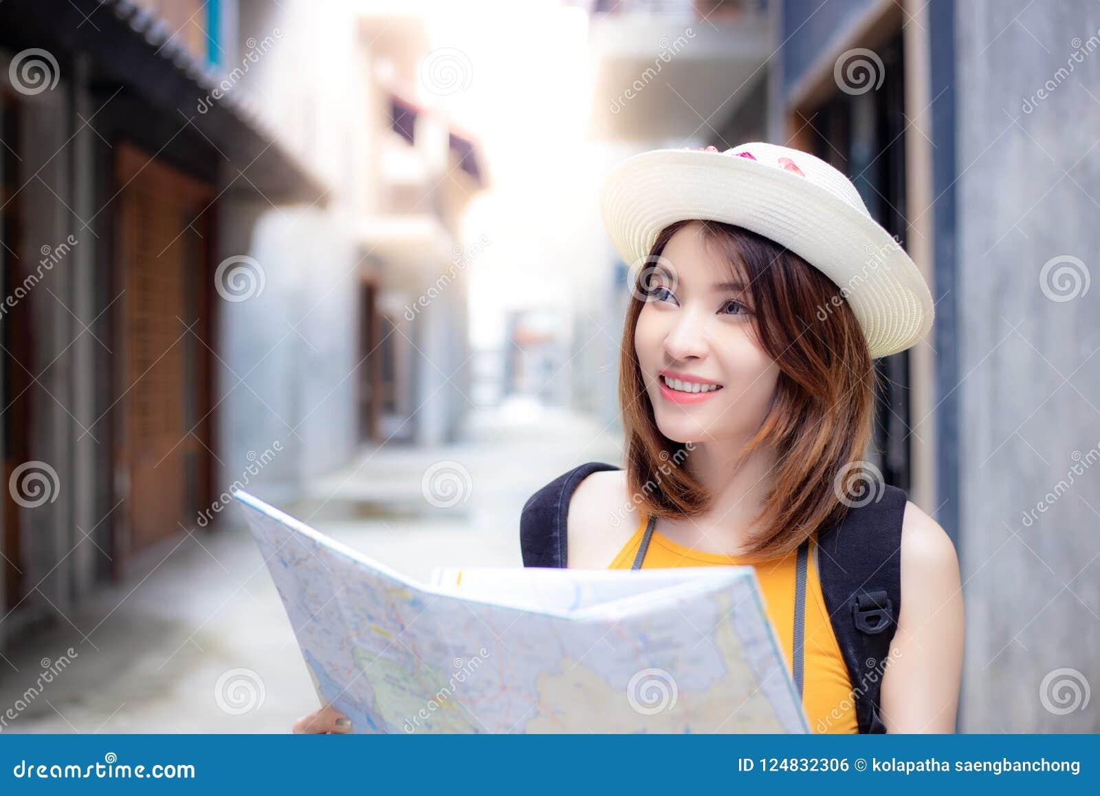 Charmig härlig handelsresandekvinna för stående Ursnyggt härligt G