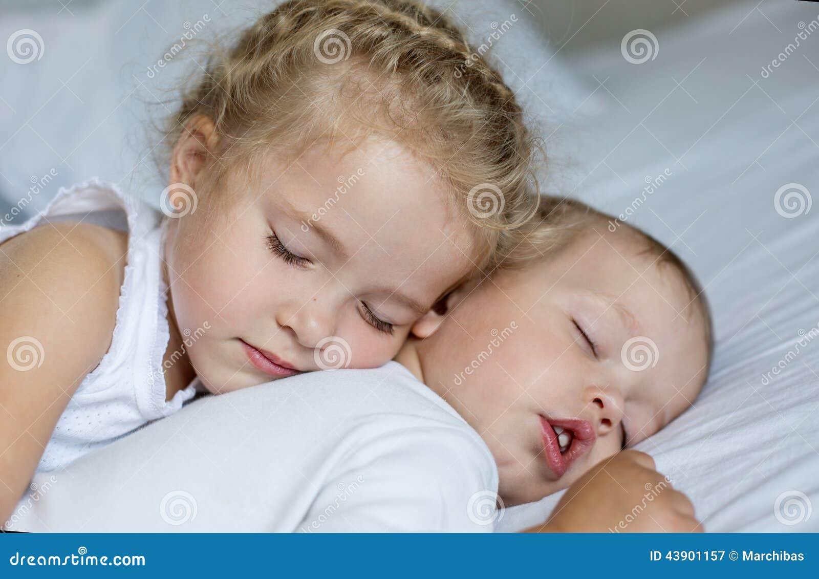 Русский инцест родного брата с сестрой, Инцест брата с сестрой 21 фотография