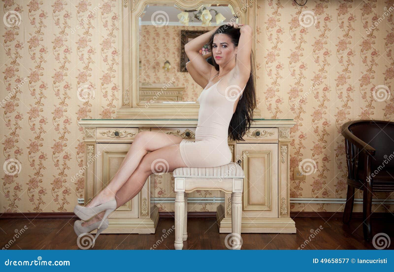 short brunette girl nude