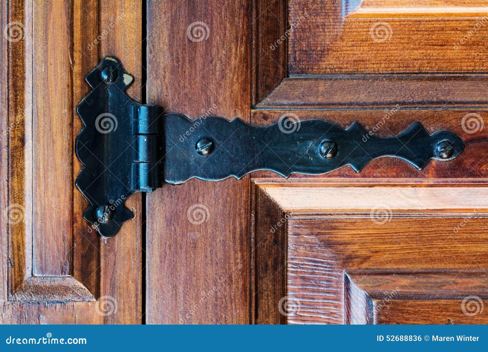 charni re sur une vieille porte en bois photo stock image 52688836. Black Bedroom Furniture Sets. Home Design Ideas