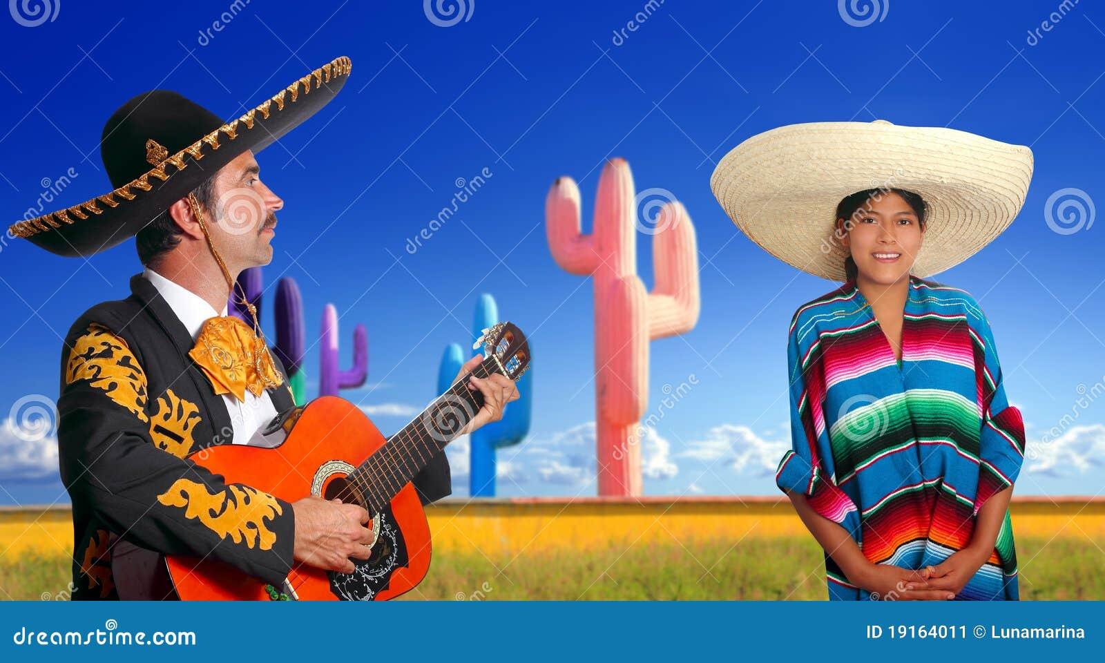 Charro del Mariachi que juega a la muchacha mexicana del poncho de la guitarra