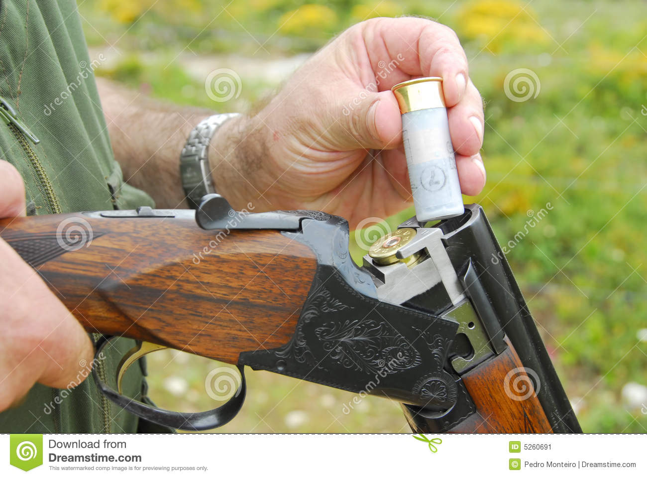 Chasseur chargeant son arme