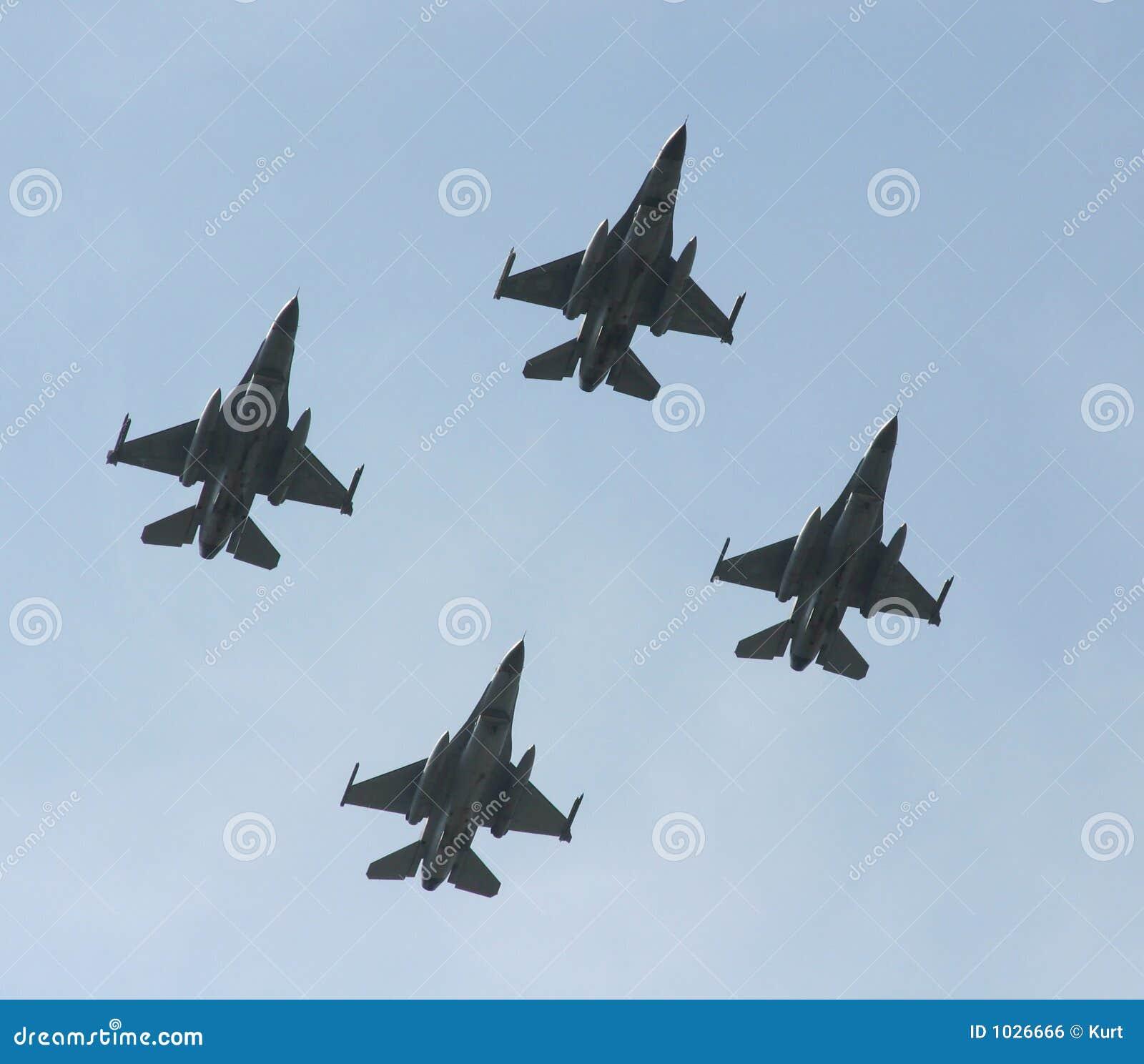 Chasseurs à réaction F-16
