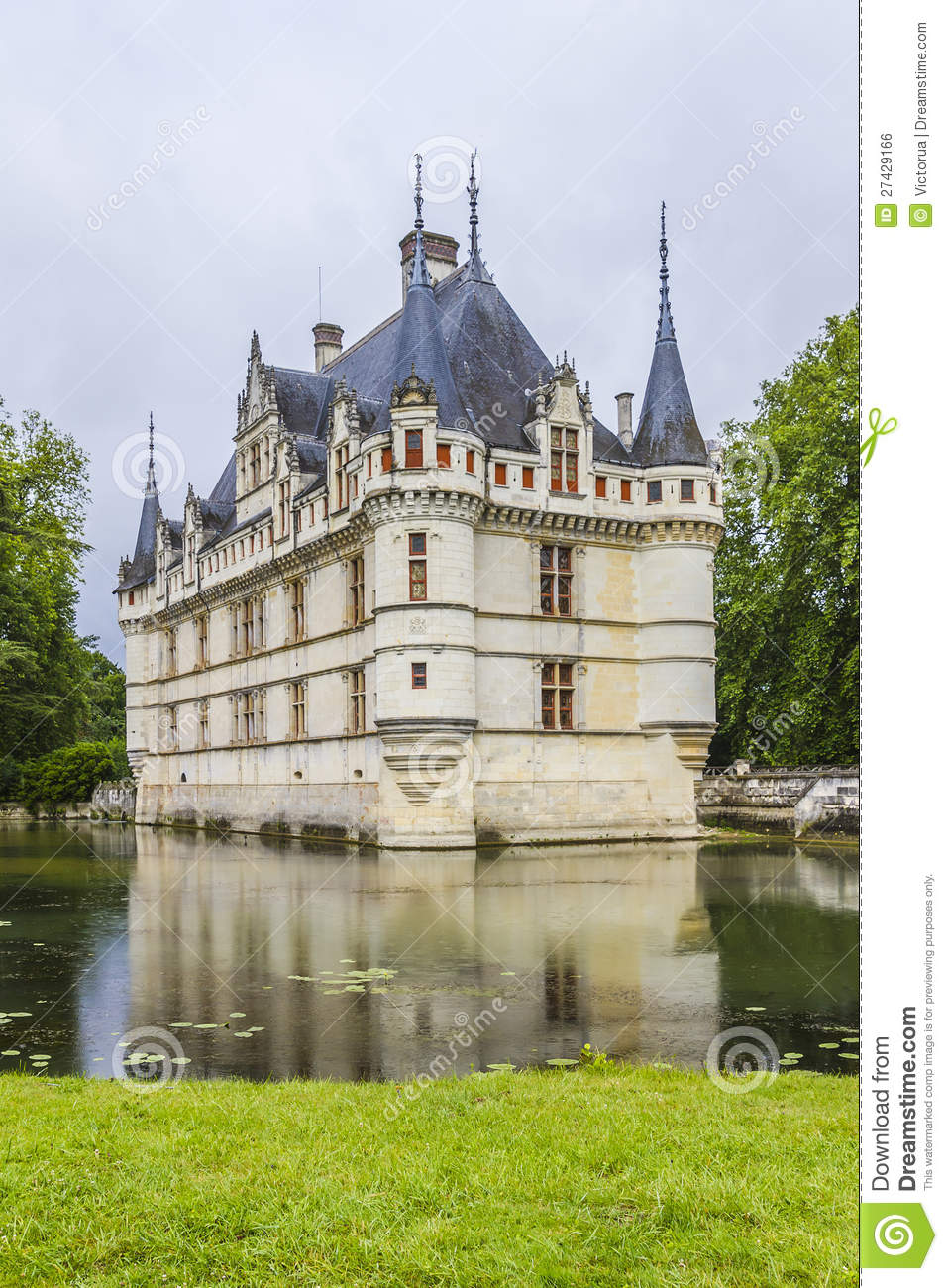 chateau azay le rideau earliest french chateaux stock photo image 27429166. Black Bedroom Furniture Sets. Home Design Ideas