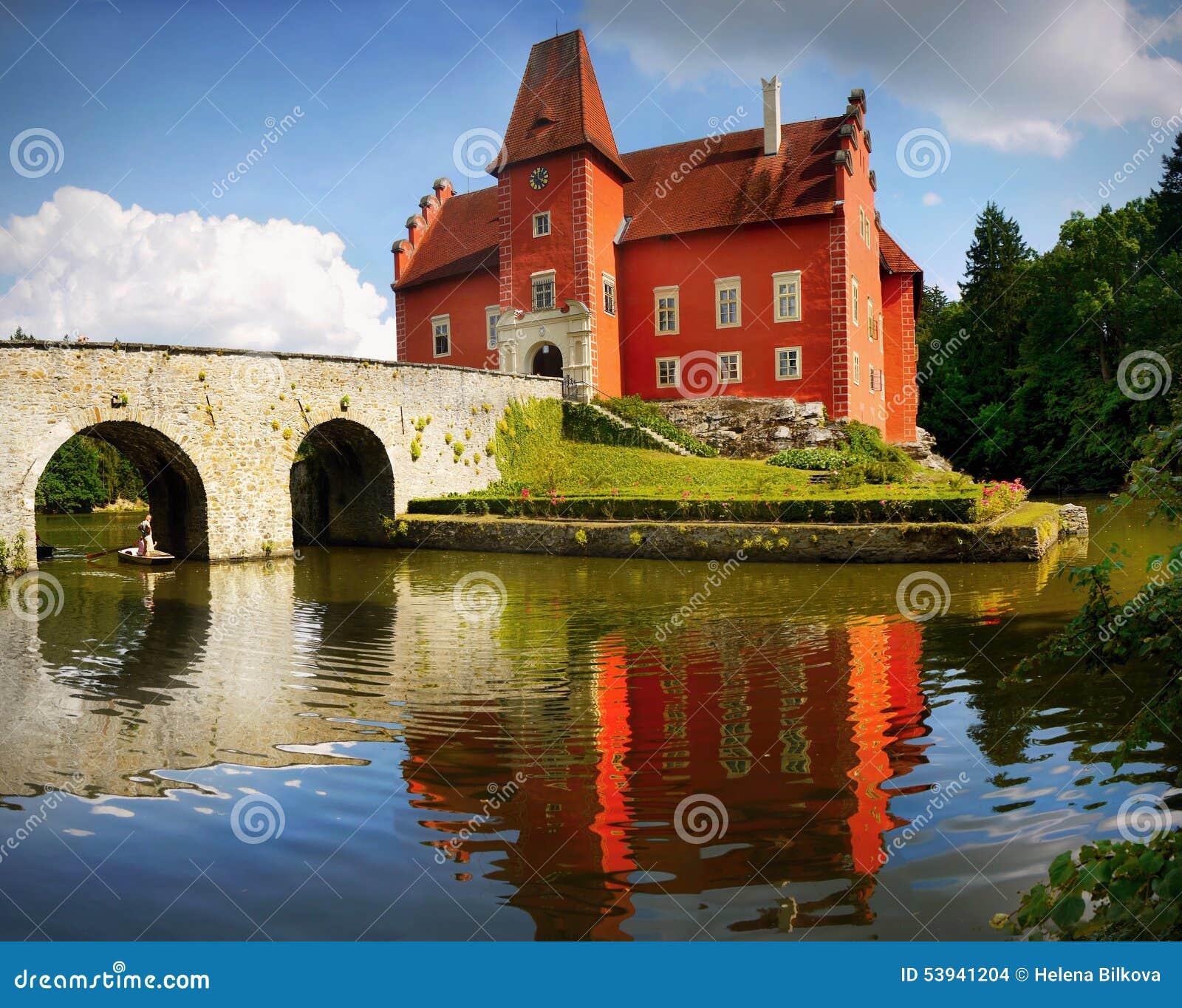 Chateau Cervena Lhota på sjön