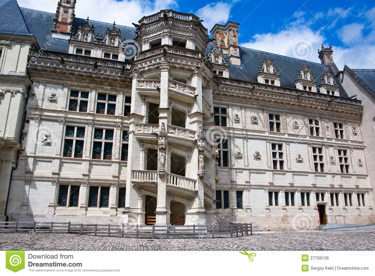 a history of chateau de blois The château du breuil blends the values of history with a period style and the   such as the château de blois and, of course, the château de cheverny: a true.
