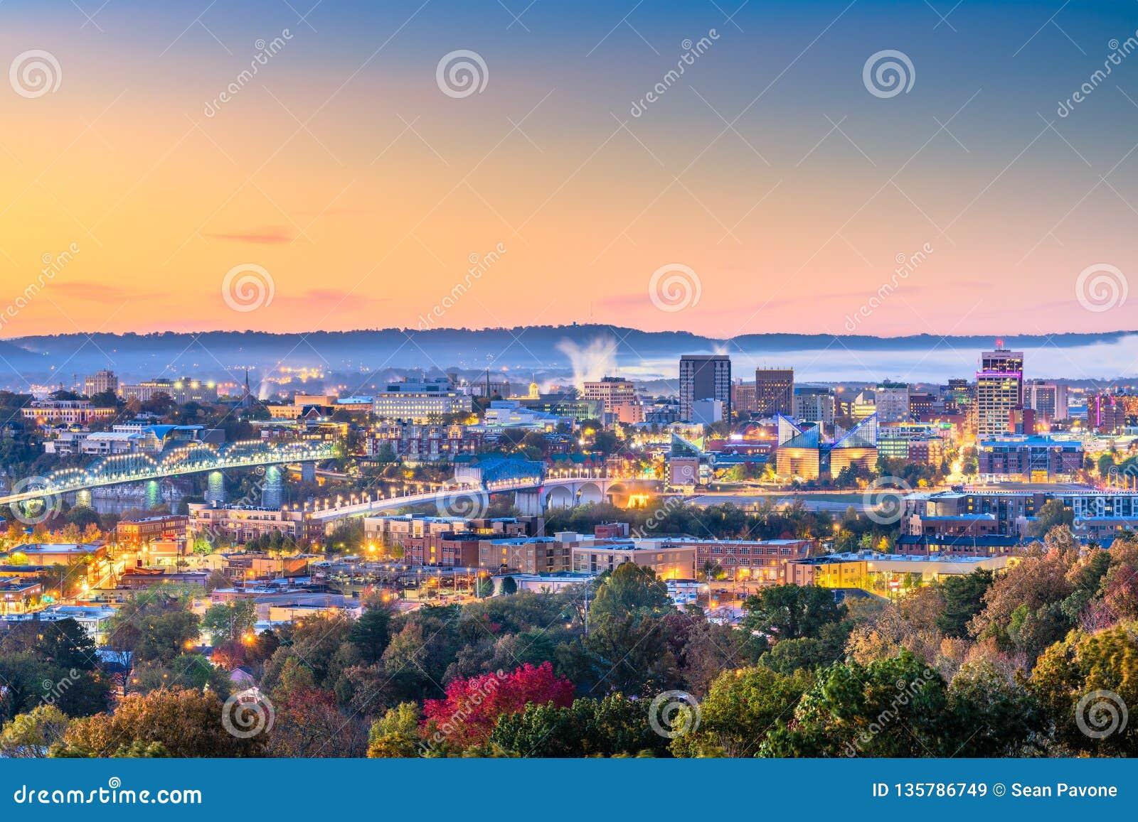 Chattanooga, Tennessee, usa miasto w centrum linia horyzontu przy półmrokiem