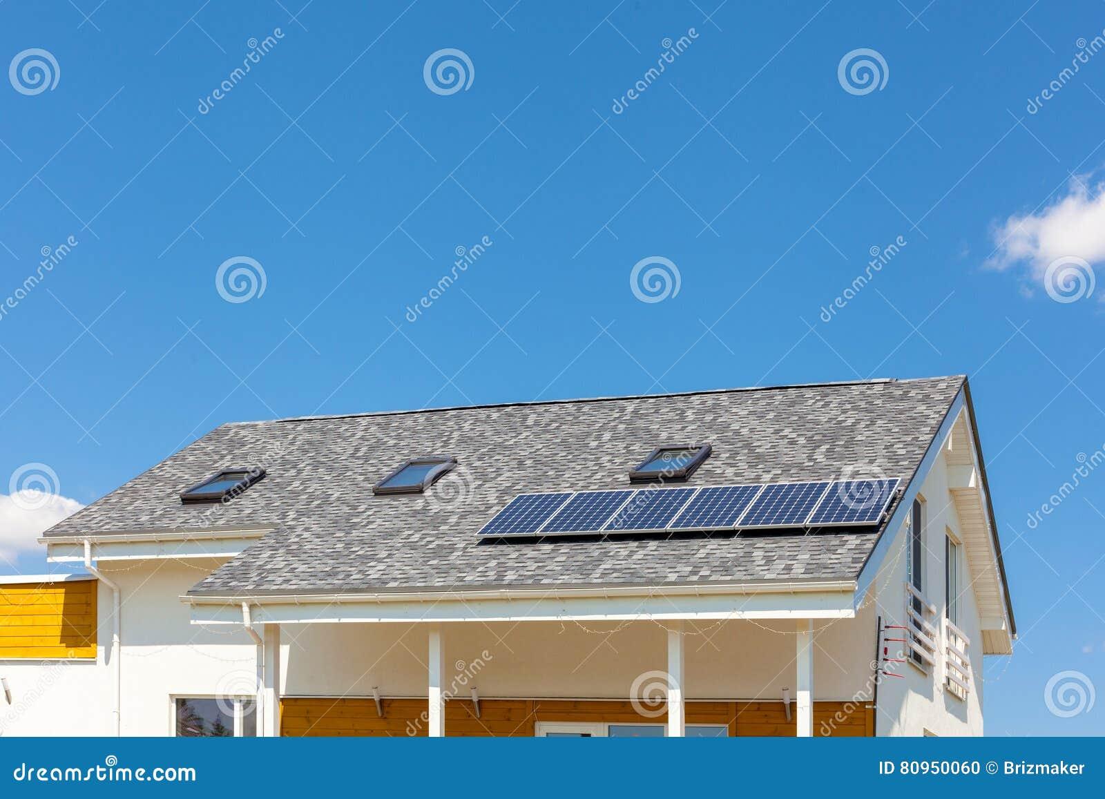 panneau solaire chauffage maison stunning en rsum grce des panneaux solaires nous chauffons une. Black Bedroom Furniture Sets. Home Design Ideas