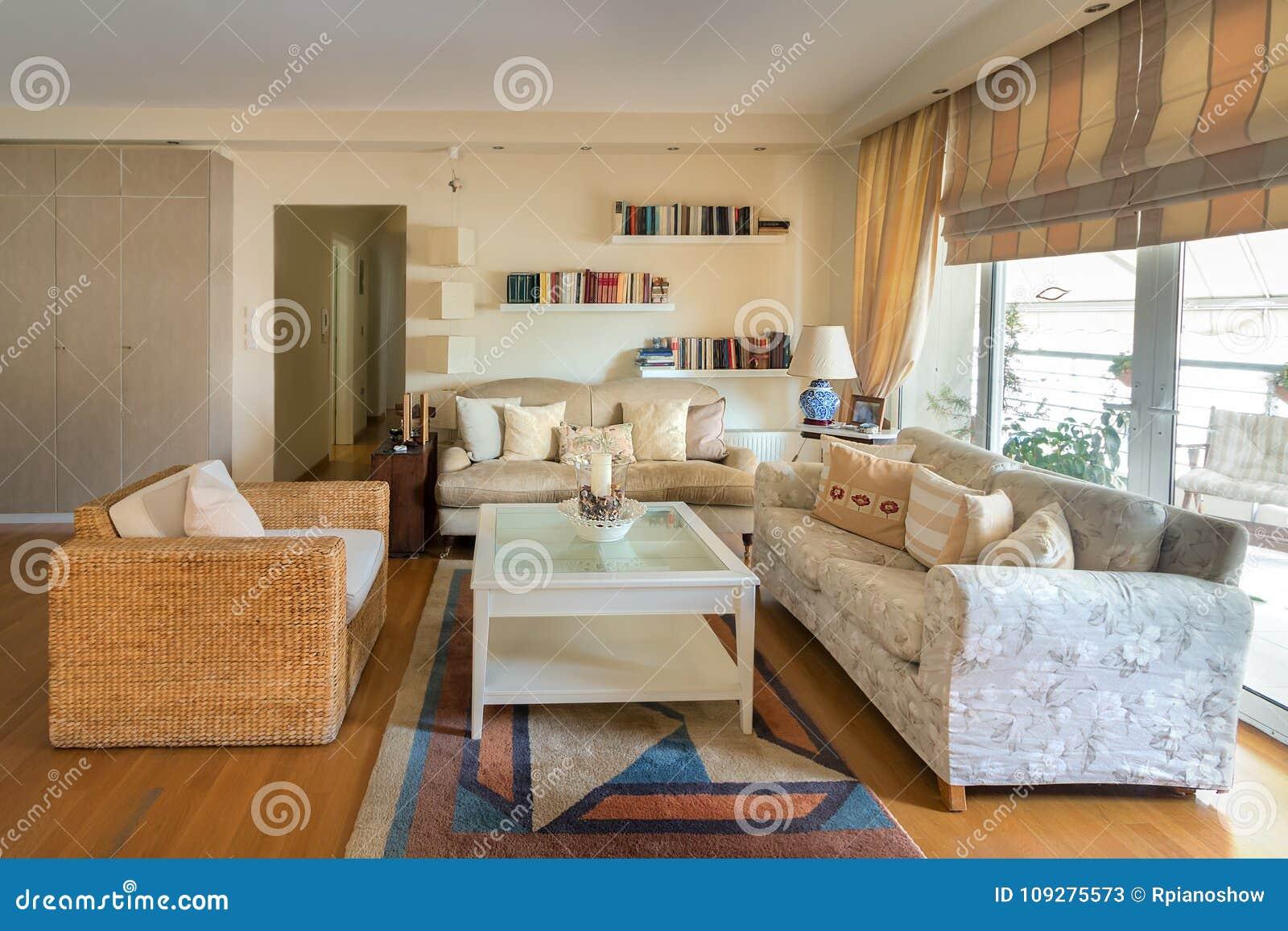 Table Basse Grand Salon chauffez le salon contemporayy de style avec deux sofas sur