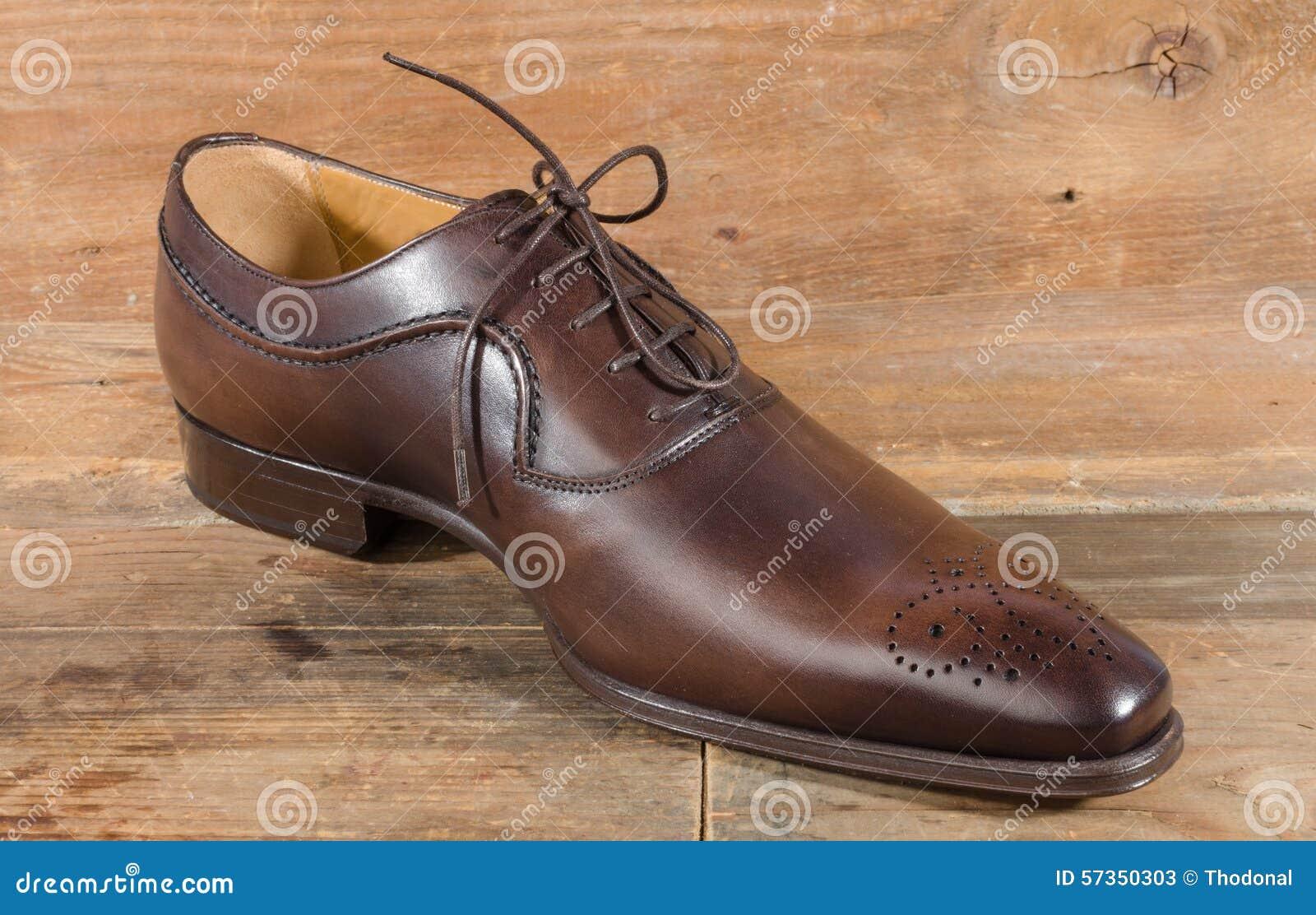 e24b4c835b8 Chaussure Brune Classique De Luxe Image stock - Image du classique ...