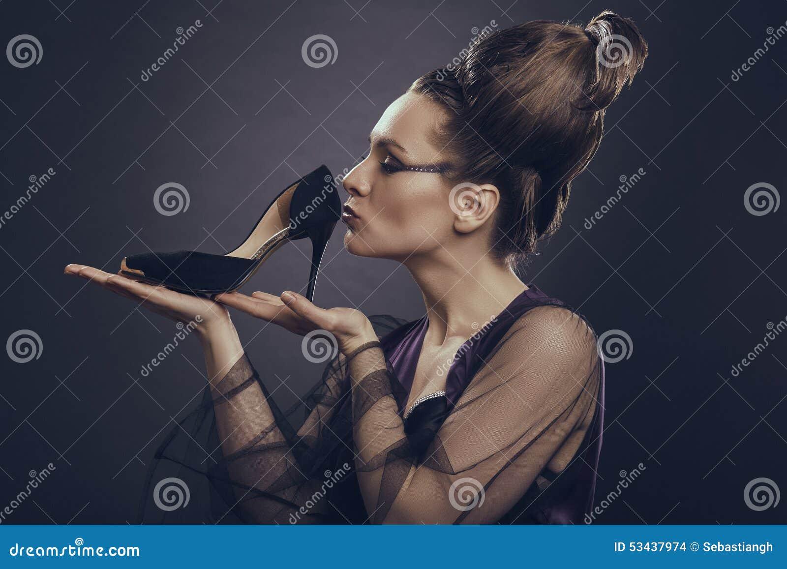 Salope en botte talons dfonce sur le plumard